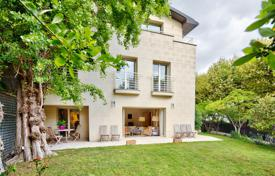 6 bedroom houses for sale in France. Paris 16th District – A magnificent property in an exclusive neighbourhood