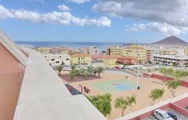 Cheap 3 bedroom apartments for sale in Canary Islands. Apartment – El Médano, Canary Islands, Spain