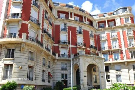 Coastal apartments for sale in Biarritz. Spacious apartment with panoramic views in Biarritz, Aquitaine, France