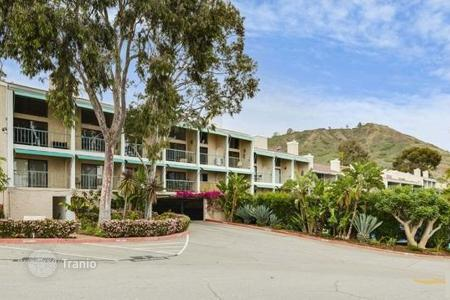 2 bedroom apartments for sale in North America. Traditional apartment in Malibu