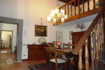 1 bedroom apartments for sale in Tuscany. Apartment, decorated with pieces of art, with a terrace, in ancient style, Florence, Italy
