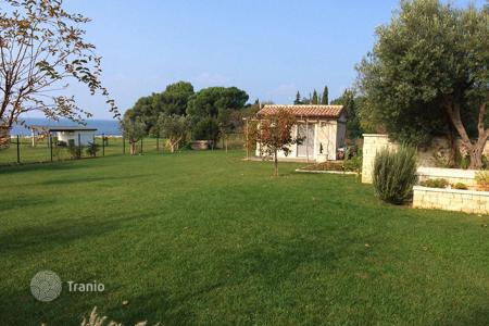 4 bedroom houses by the sea for sale in Istria County. Villa in the vicinity of Umag