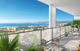 Apartments with pools for sale in Côte d'Azur (French Riviera). Apartment with a huge terrace and a panoramic view of the sea, in a luxurious residence, near the Promenade des Anglais, Fabron, Nice