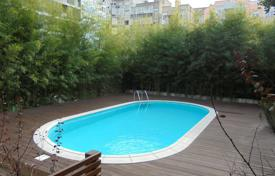 Apartments for sale in Lisbon. Apartment in condominium with a pool and a garden, in the city center, Lisbon, Portugal
