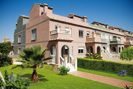 Cheap 2 bedroom houses for sale in Europe. Cosy house with a terrace, Sierra Golf, Spain