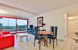 2 bedroom apartments for sale in Aquitaine-Limousin-Poitou-Charentes. Two-bedroom apartment with ocean view in the resort town of Bidart, Aquitaine, France