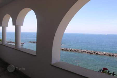 3 bedroom houses by the sea for sale in Riviera di Marcigliano. Seaside resort Riviera San Montano — adjacent sea — we have for sale in the building on three levels connected by internal staircase[…]