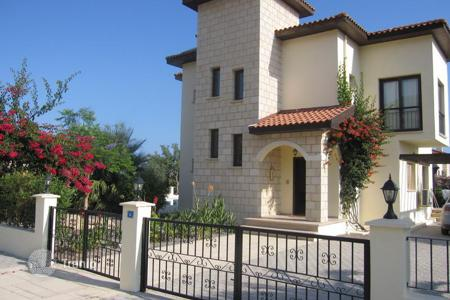 Houses with pools for sale in Kyrenia. Elegant villa with swimming pool in Kyrenia