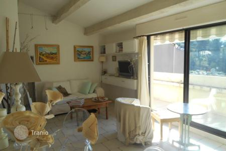 Cheap apartments with pools for sale in France. 1BEDROOM APARTMENT WITH WONDERFUL SEA VIEWS IN CASSIS