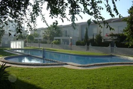Coastal townhouses for sale in Costa Blanca. Townhouse in the best area of Torrevieja