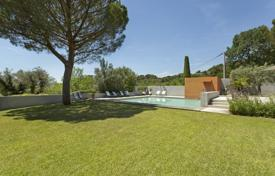Villas and houses for rent with swimming pools in France. Villa – Cadenet, Provence — Alpes — Cote d'Azur, France
