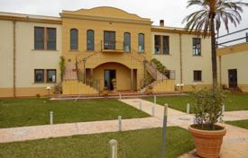 4 bedroom houses for sale in Sicily. Prestigious villa in proximity of the beach of the country of Menfi