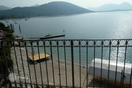 3 bedroom apartments by the sea for sale in Piedmont. Feriolo. Baveno. Lake Maggiore. Stylish apartment located directly on the beach