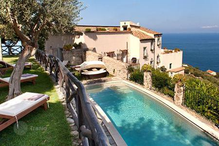 Villas and houses for rent with swimming pools in Amalfi. Villa del Re