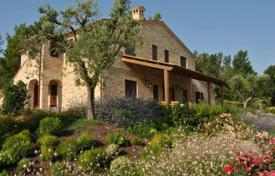 Property for sale in Montecosaro. Tourist accomodation, Prestigious farmhouse for sale in Le Marche