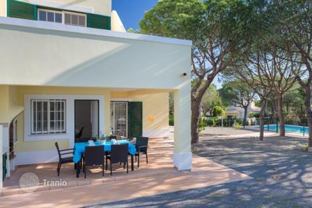 Villas and houses to rent in Portugal. Detached house – Faro (city), Faro, Portugal