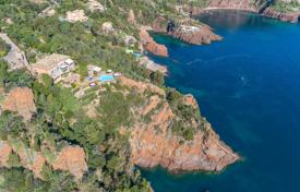 5 bedroom houses for sale in Theoule-sur-Mer. Théoule-sur-Mer — Waterfront property