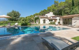 Luxury houses with pools for sale in Mougins. Mougins — Superb property