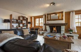 4 bedroom apartments to rent in Switzerland. Spacious apartment in chalet style, with 4 bedrooms, parking, jacuzzi, fireplace and ski room. Verbier, Switzerland.
