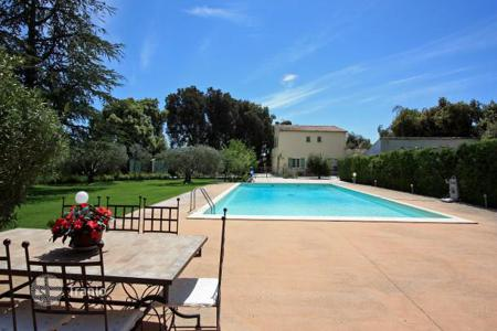 Villas and houses to rent in Carpentras. Villa – Carpentras, Provence — Alpes — Cote d'Azur, France