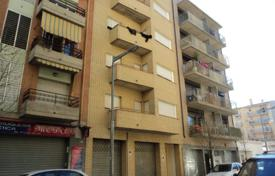 Foreclosed 4 bedroom apartments for sale in Costa Brava. Apartment – Salt, Catalonia, Spain
