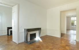 Paris 6th District – A spacious apartment with huge potential for 2,850,000 €