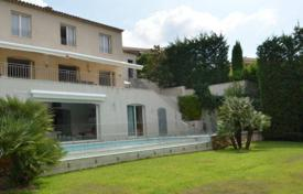 Three-storey villa with spacious rooms, Cannes, France for 2,250,000 €