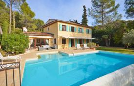 4 bedroom houses for sale in Roquefort-les-Pins. Villa – Roquefort-les-Pins, Côte d'Azur (French Riviera), France