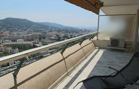 Residential for sale in Le Cannet. Lovely apartment on an elevated floor of a nice residence