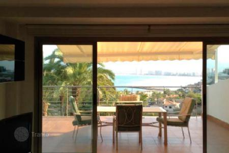 Residential for sale in Cullera. Two-storey townhouse with a spacious terrace, 200 meters from the beach, Cullera, Valencia, Spain
