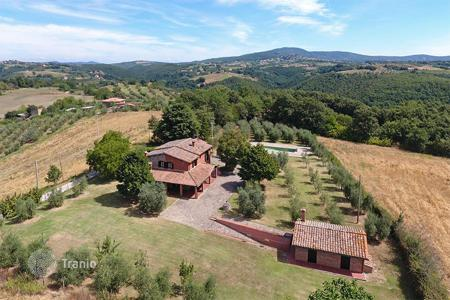 5 bedroom houses for sale in Umbria. Farmhouse for Sale in Umbria
