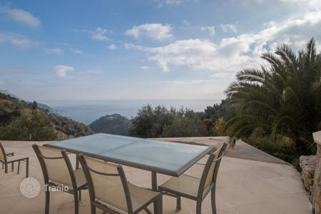 Luxury 3 bedroom houses for sale in Villefranche-sur-Mer. Superb modern villa with panoramic sea view