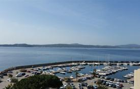 FOR SALE BEAUTIFUL APARTMENT WITH PANORAMIC SEA VIEW. Unique in Saint-Maxime.. Price on request