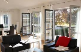 Luxury 2 bedroom apartments for sale in Germany. Three-room lake view apartment with terraces, Starnberg, Germany