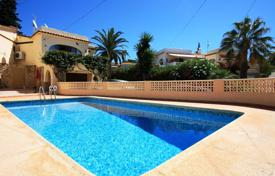 Cheap houses for sale overseas. Mediterranean style villa with swimming pool in Calp, Alicante