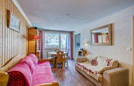 Cheap residential for sale in Savoie. Apartment with a balcony and a parking, in the ski resort of Val d'Isère, Savoie, France