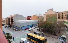 Cheap residential for sale in Badalona. Four-bedroom apartment with balcony in Badalona