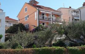 Coastal property for sale in Split-Dalmatia County. Apartment house for sale in Ciovo island