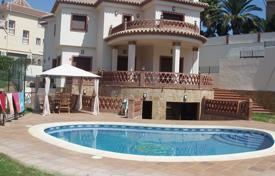 Spacious villa with a private garden, a swimming pool, a barbecue and a garage, Mijas, Spain for 618,000 €