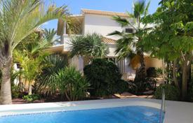 Houses with pools for sale in Canary Islands. Villa – Los Cristianos, Canary Islands, Spain