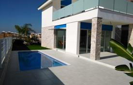 Houses with pools for sale in Elche. Villa – Elche, Valencia, Spain