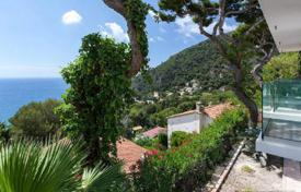 Modern villa in Eze near the beach for 1,790,000 €
