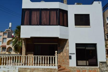 Townhouses for sale in Chloraka. Detached 4 Bedroom House, Roof Terrace, Title Deeds — Chlorakas