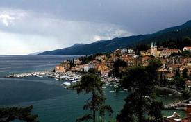Coastal residential for sale in Opatija. Apartment in Volosko
