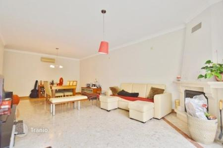 Cheap 2 bedroom apartments for sale in Lisbon. Apartment in Cascais with the view over the sea