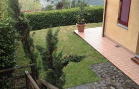 Cheap 4 bedroom apartments for sale in Italian Lakes. The apartment is ideally situated as it benefits from all day sun throughout the not only the summer months but throughout the year
