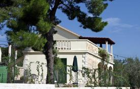 Coastal residential for sale in Split-Dalmatia County. House on island Braс
