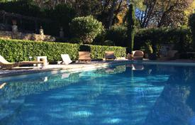 Luxury houses for sale in Opio. Charming villa in Provencal style