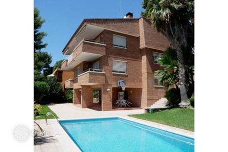 5 bedroom houses for sale in Castelldefels. Villa – Castelldefels, Catalonia, Spain