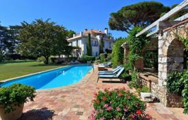 Villas and houses for rent with swimming pools in Antibes. Beautiful villa Cap d'Antibes